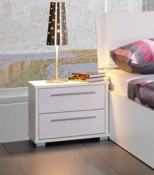Praktický dvojzásuvkový nočný stolík z lamina Cruz