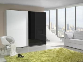 Veľká šatníková skriňa Darvin 2 v kombinácii bielej a čiernej